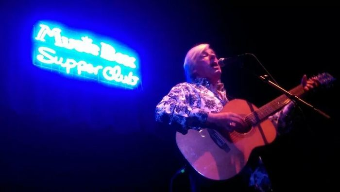Robyn Hitchcock at the Music Box Supper Club, Cleveland, November 20, 2014. Courtesy of Jennie Thomas.